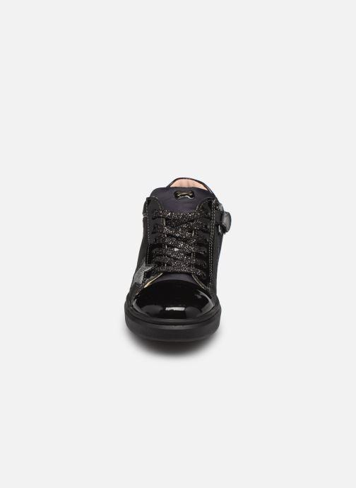 Sneakers Stones and Bones Royse Nero modello indossato