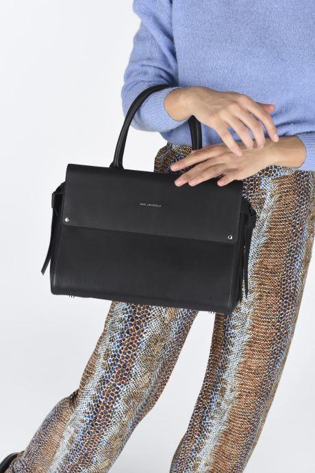 Handtaschen KARL LAGERFELD K/Ikon Medium Top Handle schwarz ansicht von unten / tasche getragen