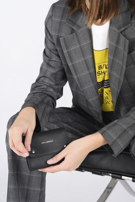 Marroquinería pequeña Karl Lagerfeld K/Ikonik Md Flap Wallet Negro vista de abajo