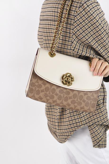 Handtaschen Coach Parker Shoulder Bag beige ansicht von unten / tasche getragen