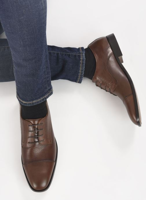 Schnürschuhe Marvin&Co Rufio braun ansicht von unten / tasche getragen