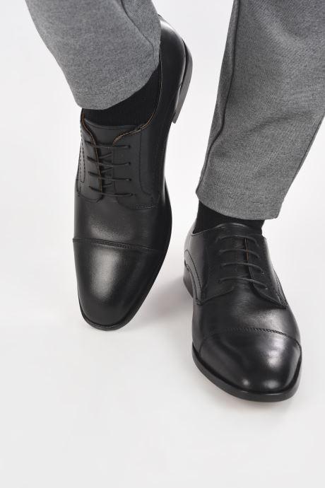 Schnürschuhe Marvin&Co Rufio schwarz ansicht von unten / tasche getragen