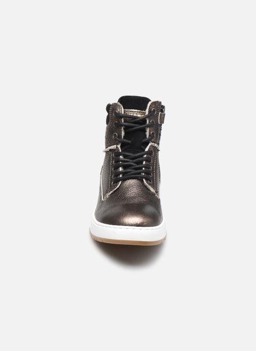 Sneaker Bullboxer AOF503E6L gold/bronze schuhe getragen