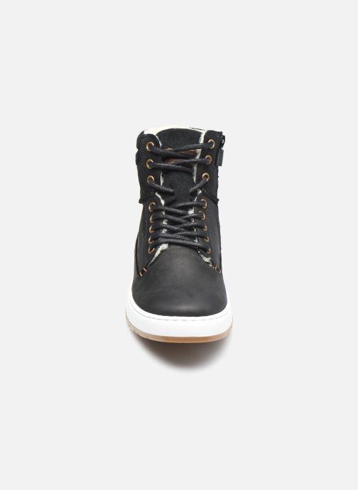 Sneaker Bullboxer AOF503E6L schwarz schuhe getragen