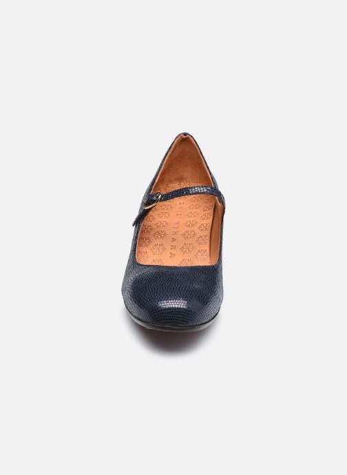 Escarpins Chie Mihara KIRITA Bleu vue portées chaussures