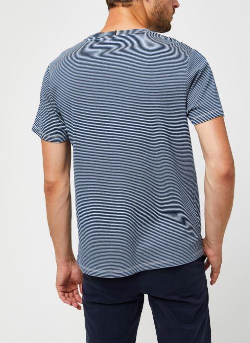 Vêtements Faguo Olonne T-Shirt Cotton Bleu vue portées chaussures