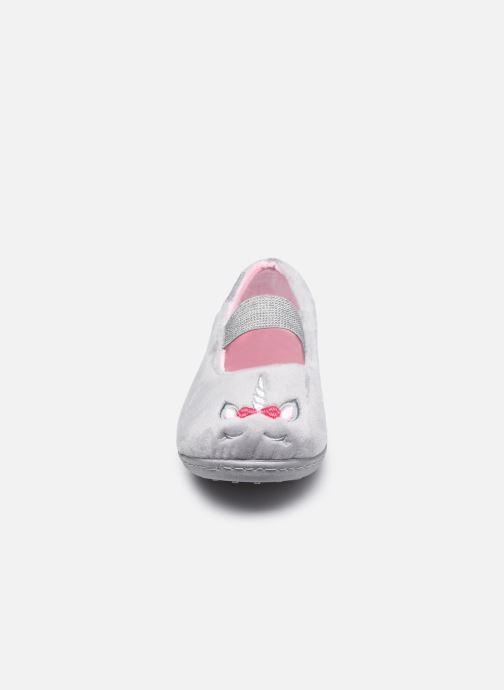 Pantofole Isotoner Ballerine Velours E Grigio modello indossato