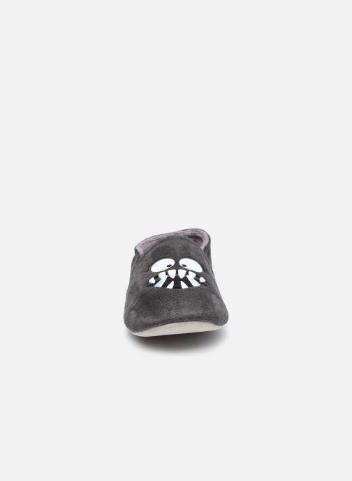 Chaussons Isotoner Sans-Gêne suédine- monstres Gris vue portées chaussures