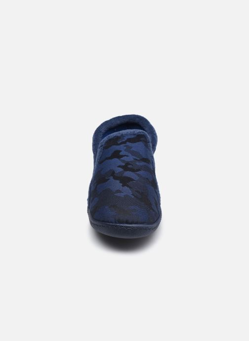 Pantuflas Isotoner Mocassin Twill Azul vista del modelo