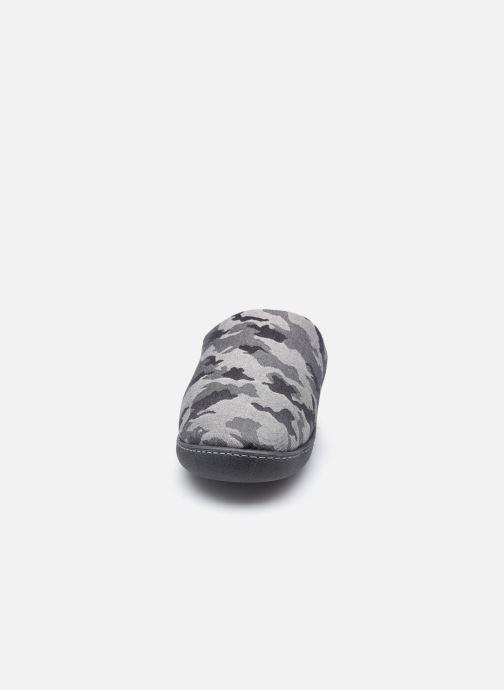 Pantuflas Isotoner Mule- semelle ergonomique Gris vista del modelo