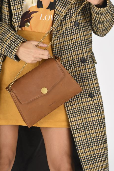 Handtaschen Nat & Nin ENORA braun ansicht von unten / tasche getragen
