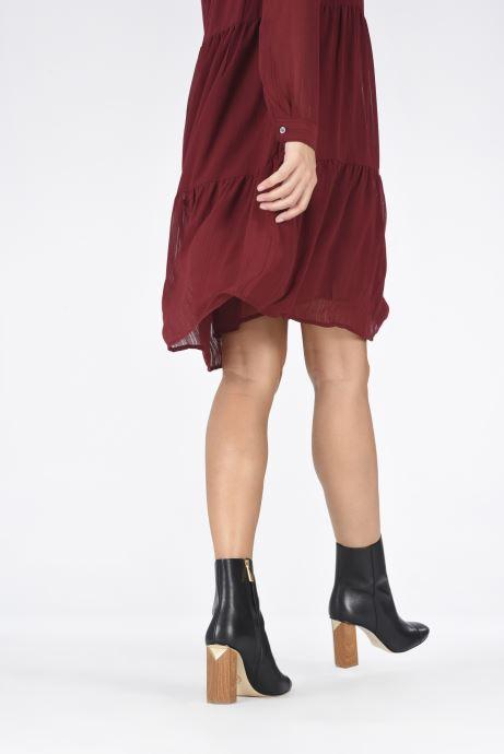 Bottines et boots Michael Michael Kors PETRA  TOE CAP BOOTIE Noir vue bas / vue portée sac