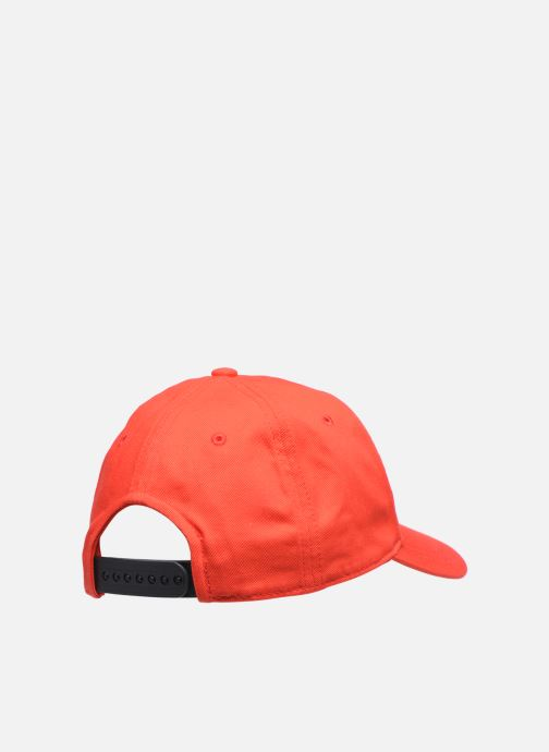 Casquettes Calvin Klein Cut Off Logo Baseball Cap Rouge vue portées chaussures