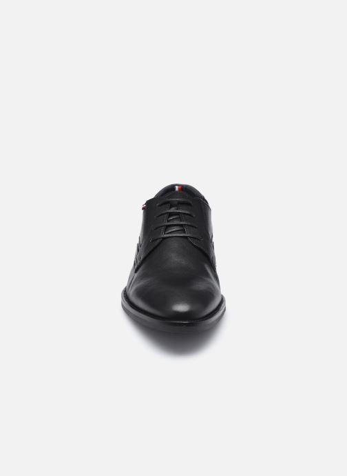 Zapatos con cordones Tommy Hilfiger SIGNATURE HILFIGER LEATHER SHOE Negro vista del modelo