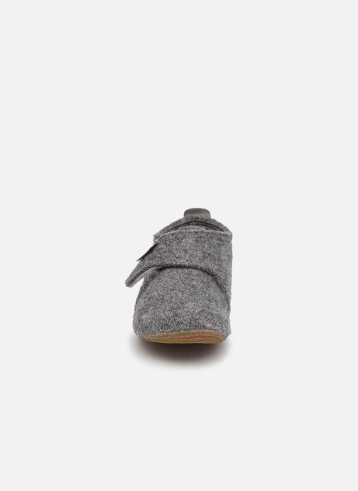 Hausschuhe Living Kitzbühel 2822 grau schuhe getragen