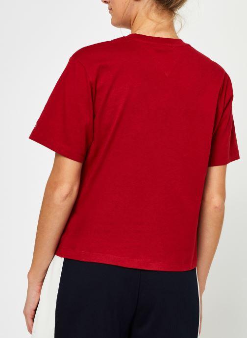 Vêtements Tommy Jeans Tjw Modern Linear Logo Tee Rouge vue portées chaussures