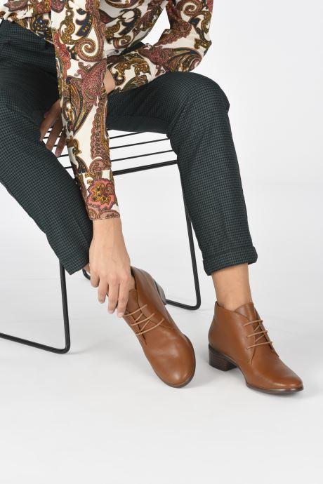 Chaussures à lacets Georgia Rose Soft Walace Marron vue bas / vue portée sac
