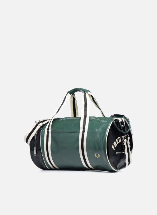 Sacs de sport Fred Perry Color Block Classic Barrel Bag Vert vue portées chaussures