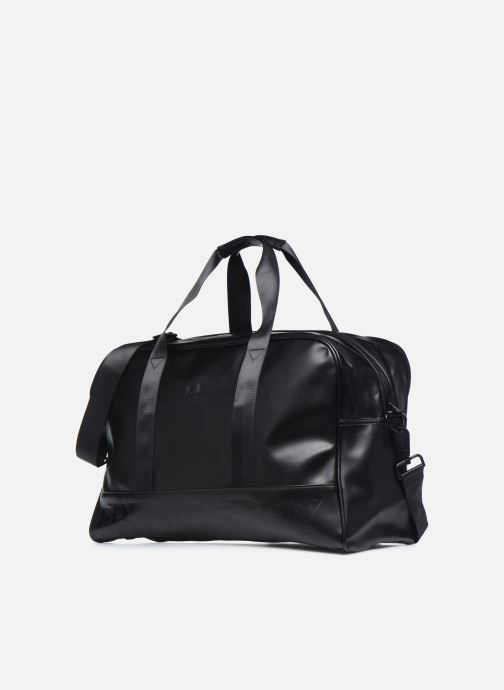 Bagages Fred Perry Embossed Pu Holdall Noir vue portées chaussures