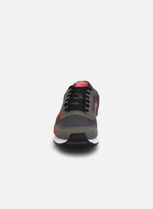 Deportivas ECOALF Yale Sneakers Man Gris vista del modelo