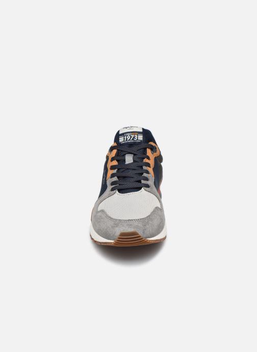 Baskets Pepe jeans Tinker Pro Rump Gris vue portées chaussures