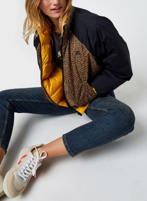 Vêtements Levi's Lydia Reversible Puffer Jaune vue bas / vue portée sac