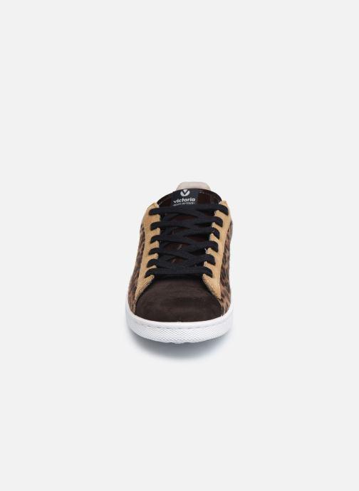 Baskets Victoria Tenis Animal Print Marron vue portées chaussures
