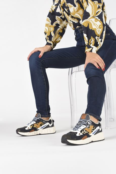 Sneaker Victoria Arista Multimaterial schwarz ansicht von unten / tasche getragen