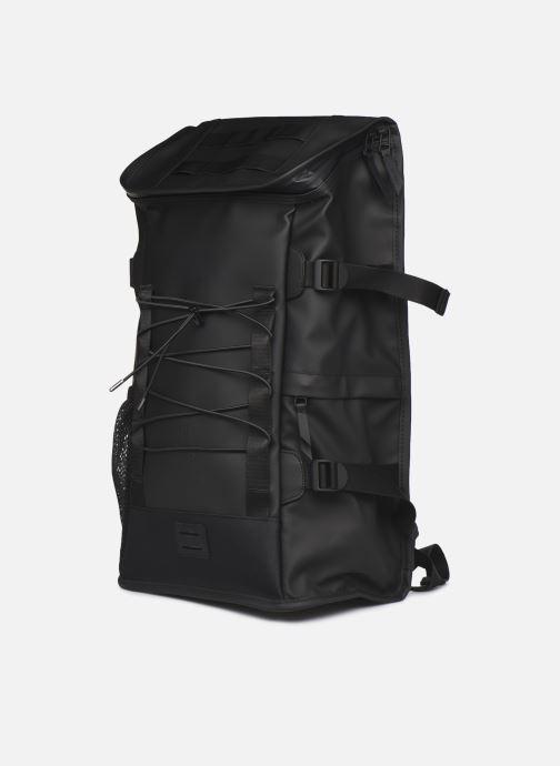 Sacs à dos Rains  Moutaineer Bag Noir vue portées chaussures