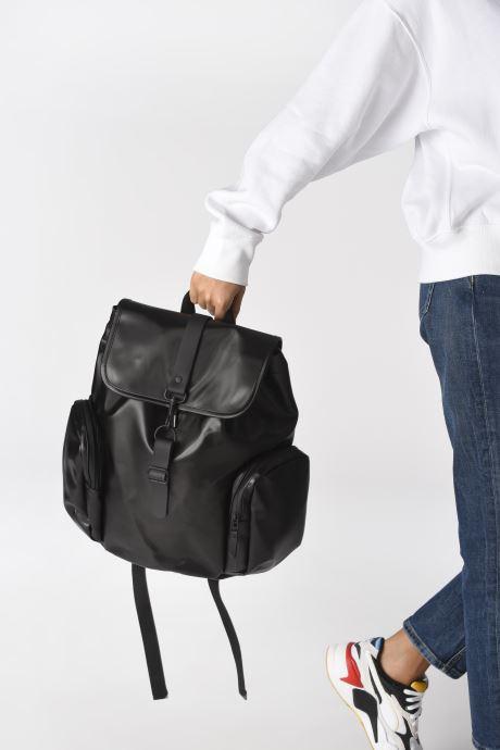 Sacs à dos Rains  Oversize Rucksack Noir vue bas / vue portée sac