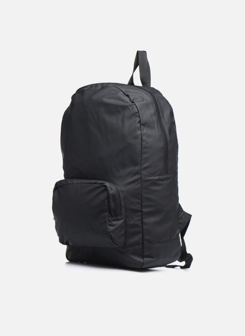 Mochilas Rains  Ultralight Daypack Negro vista del modelo