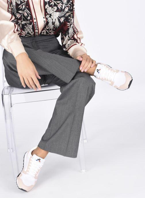 Sneaker Le Coq Sportif Manta W Retro weiß ansicht von unten / tasche getragen
