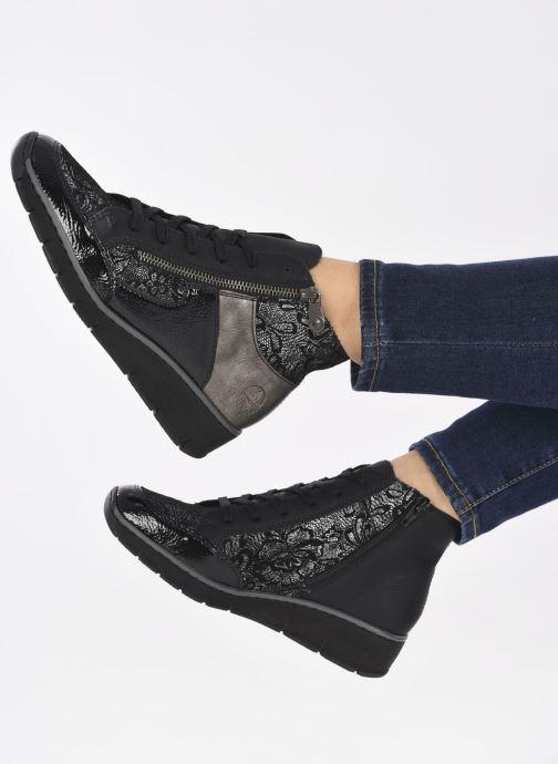 Sneaker Rieker Aurélia schwarz ansicht von unten / tasche getragen
