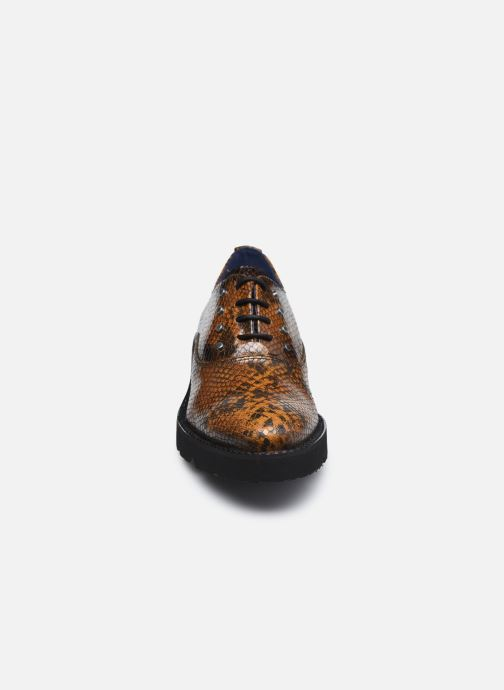 Scarpe con lacci Dorking D8379 Xinia Marrone modello indossato