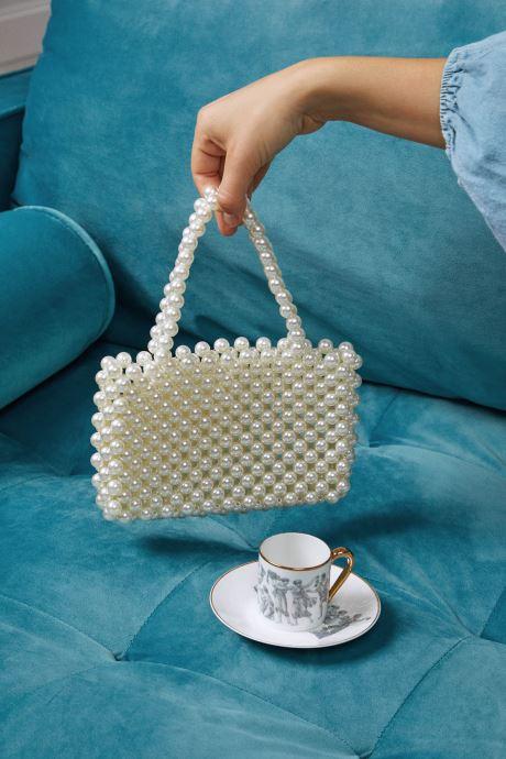 Handtaschen Moune Paris Jenie weiß ansicht von unten / tasche getragen