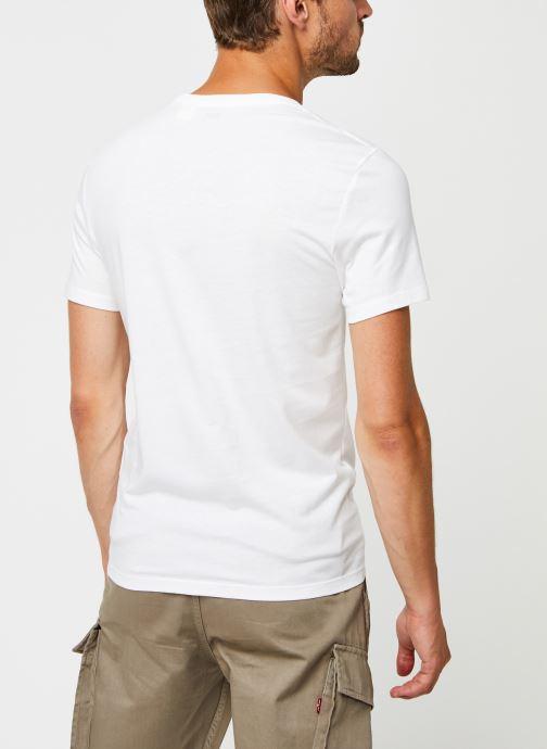 Vêtements Levi's Slim 2 Pack Crewneck 1 Blanc vue portées chaussures