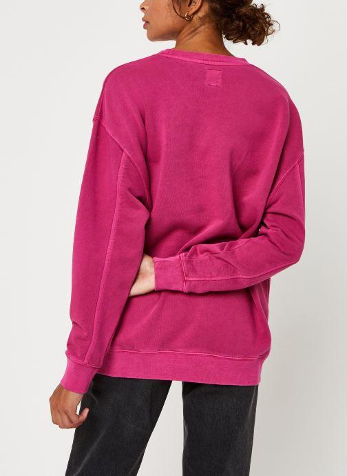 Vêtements Levi's Unbasic Crew Sweatshirt Rose vue portées chaussures