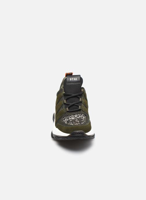 Sneaker Steve Madden MAXIMUS grün schuhe getragen