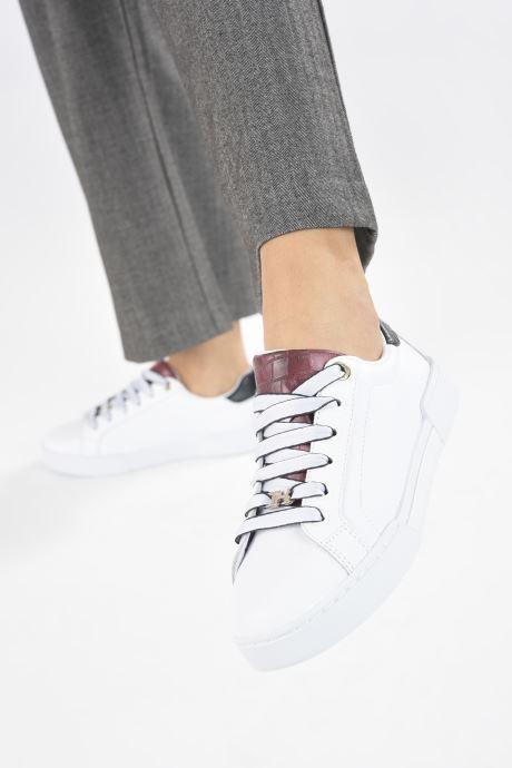 Sneaker Tommy Hilfiger BRANDED OUTSOLE CROC SNEAKER weiß ansicht von unten / tasche getragen