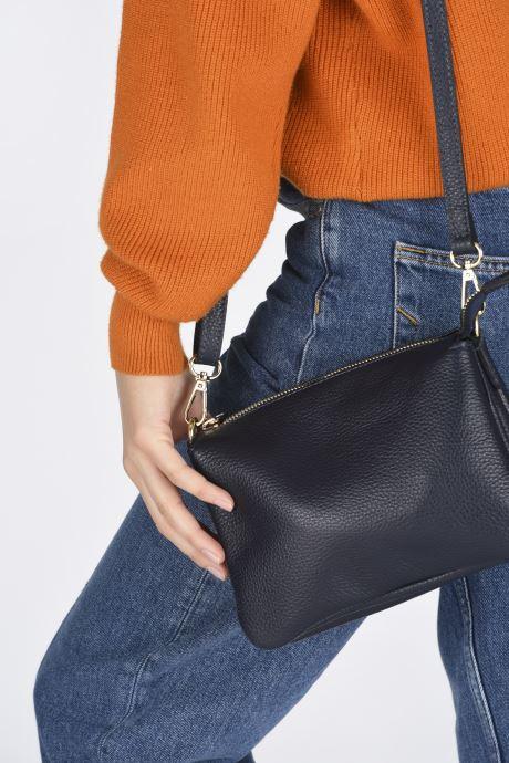 Handtaschen Georgia Rose Pazanne blau ansicht von unten / tasche getragen