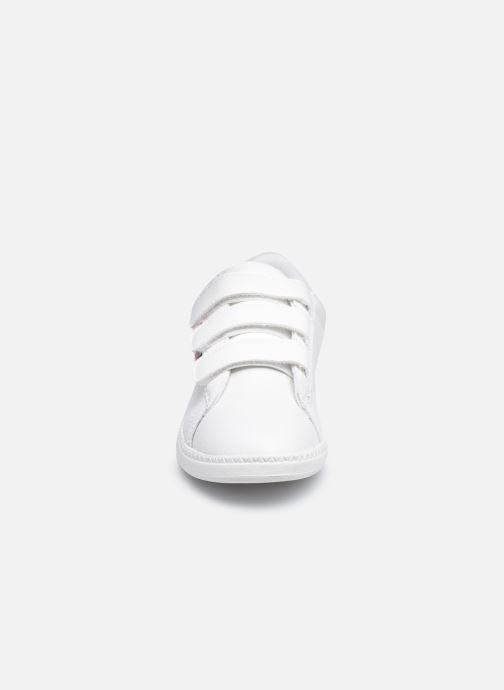 Sneakers Le Coq Sportif COURTCLASSSIC PS FLAG Bianco modello indossato