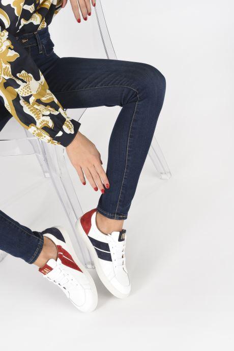 Sneaker Caval Korben&Leeloo F weiß ansicht von unten / tasche getragen