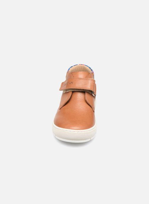 Sneakers Pom d Api Start Easy Pad Marrone modello indossato