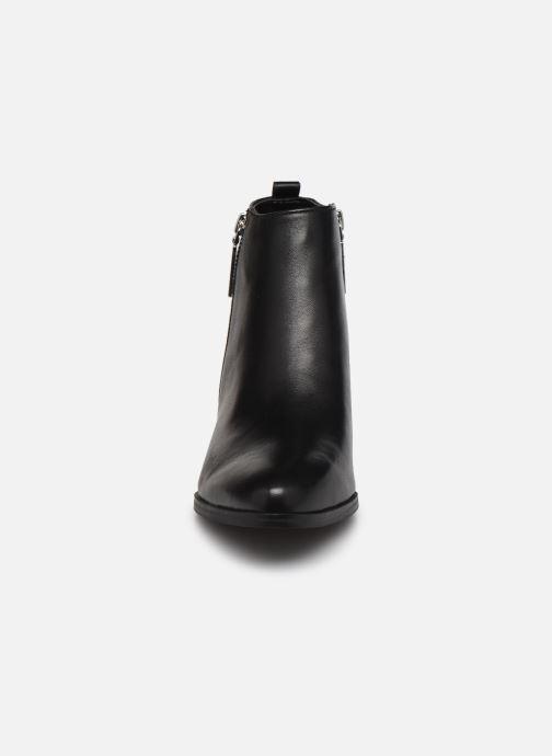 Bottines et boots Guess FL7VAY LEA10 Noir vue portées chaussures