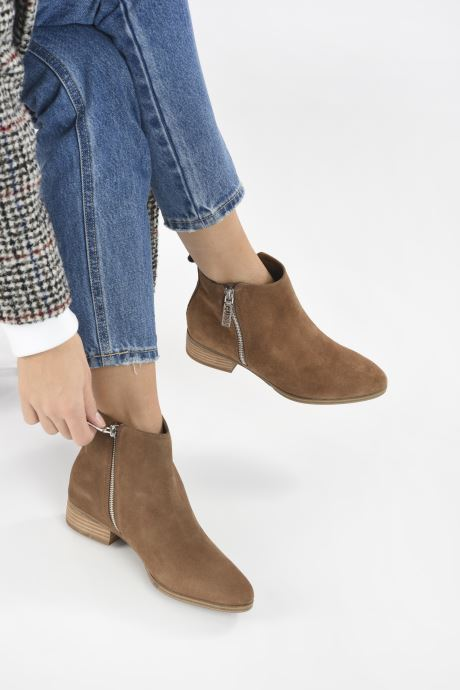 Bottines et boots Guess FL7VAY SUE10 Marron vue bas / vue portée sac