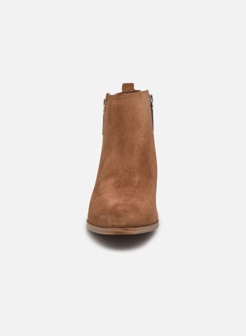 Bottines et boots Guess FL7VAY SUE10 Marron vue portées chaussures