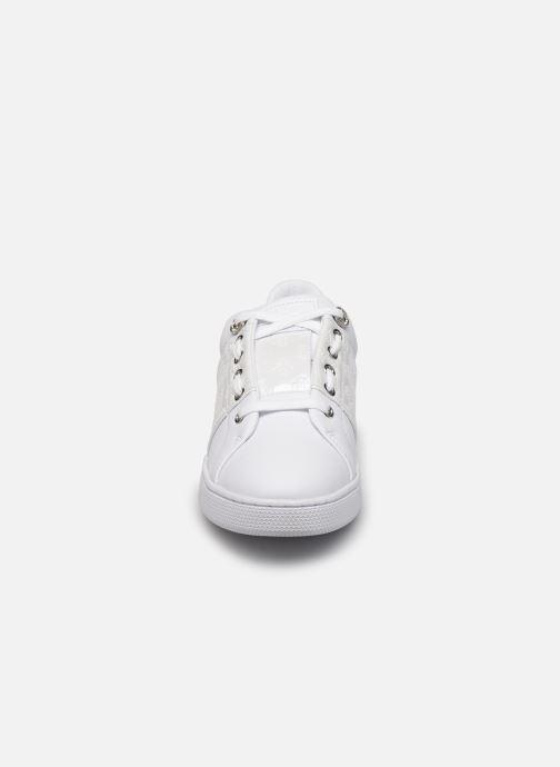 Baskets Guess FL7RJA FAL12 Blanc vue portées chaussures