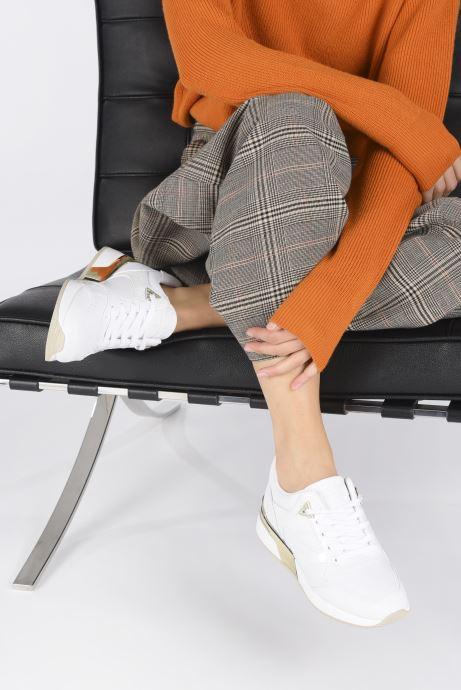 Sneaker Guess FL7MOV ELL12 weiß ansicht von unten / tasche getragen