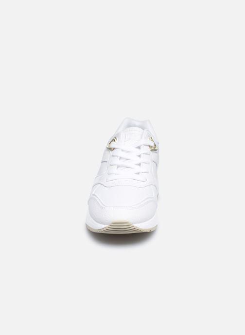 Sneakers Guess FL7MOV ELL12 Bianco modello indossato