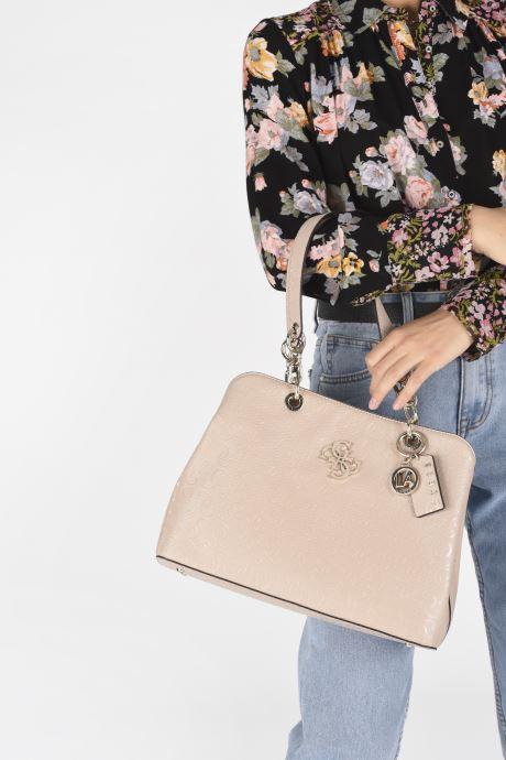 Bolsos de mano Guess CHIC SHINE LARGE GIRLFRIEND SATCHEL Rosa vista de abajo